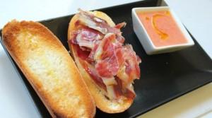 Uno de los ejemplos de su magnifica cocina extremeña, con un buen jamón ibérico de bellota.