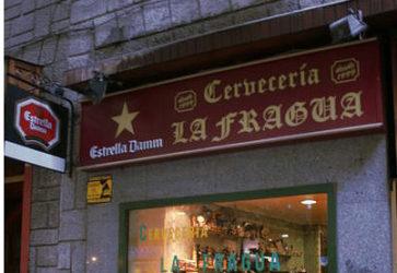 Entrada al bar cerveceria La fragua de la calle de Andrés Mellado