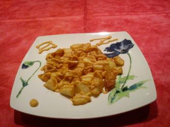 Patatas con salsa de pimentón