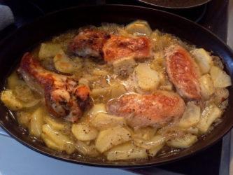 Alitas y jamoncitos de pollo al horno con patatas
