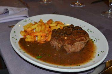 atractiva propuesta gastronómica de cocina mediterránea de estilo italiano con una amplia carta de pastas, como no podía ser de otra forma, así como de carnes y pescados